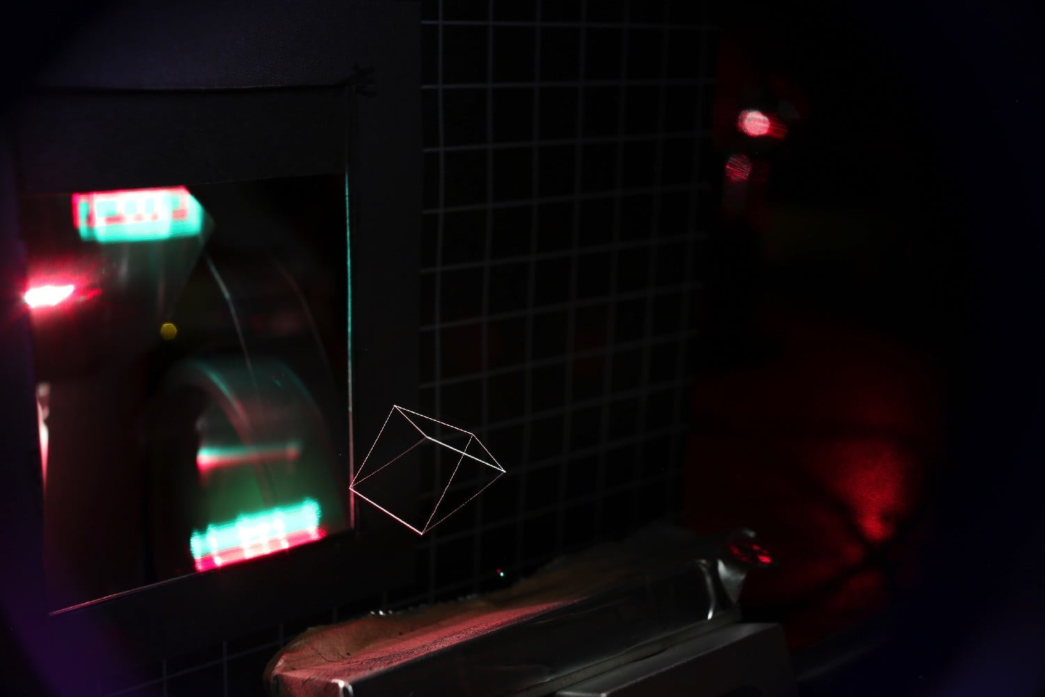 Amazing New Hologram Generator Uses Tractor Beam and Lasers to Make