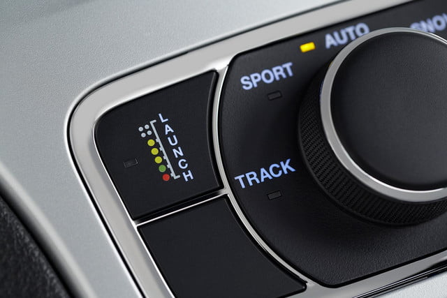 2014-Jeep-Grand-Cherokee-SRT-stereo-control