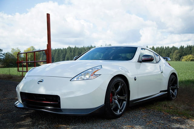 2014 Nissan 370Z NISMO front right angle closeup