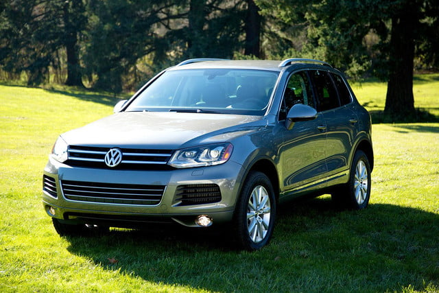 2014 Volkswagen Touareg TDI front right angle