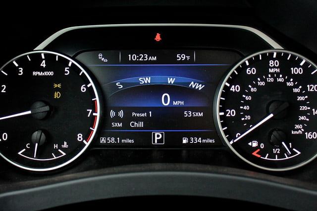 2015 Nissan Murano review dash cluster MPH RPM