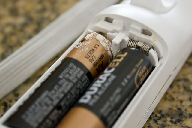 3242192055_e2b72f248b_z 640x426?ver=1 how to clean up battery acid digital trends how to clean corrosion from fuse box at edmiracle.co