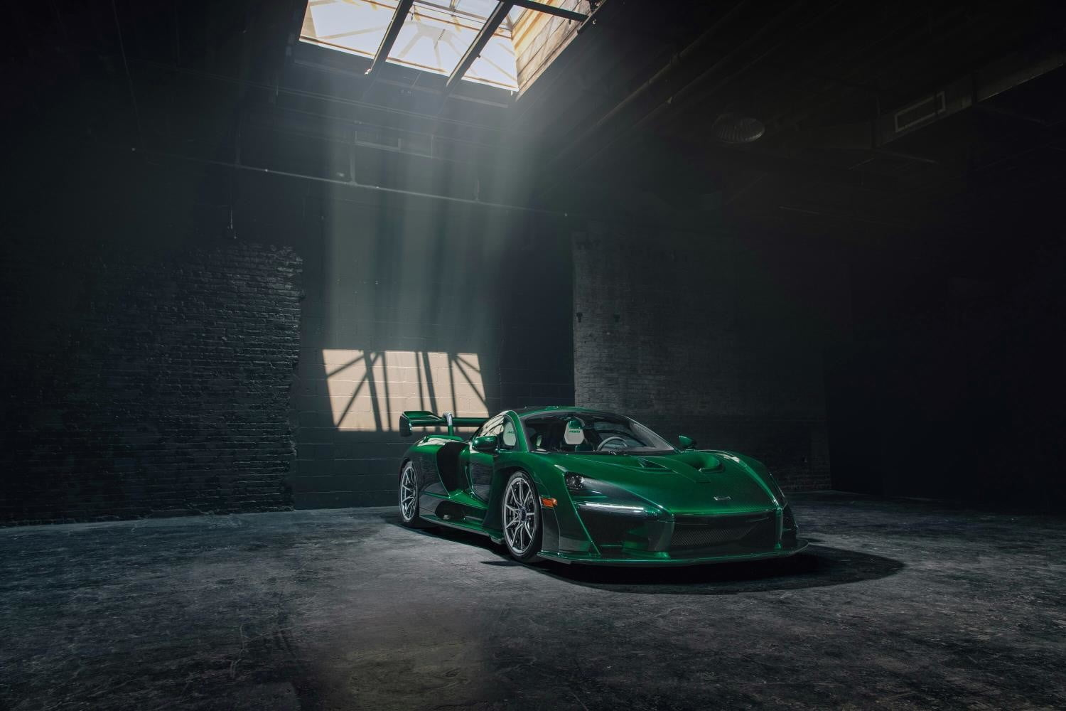 First McLaren Senna to arrive in North America shines like an emerald