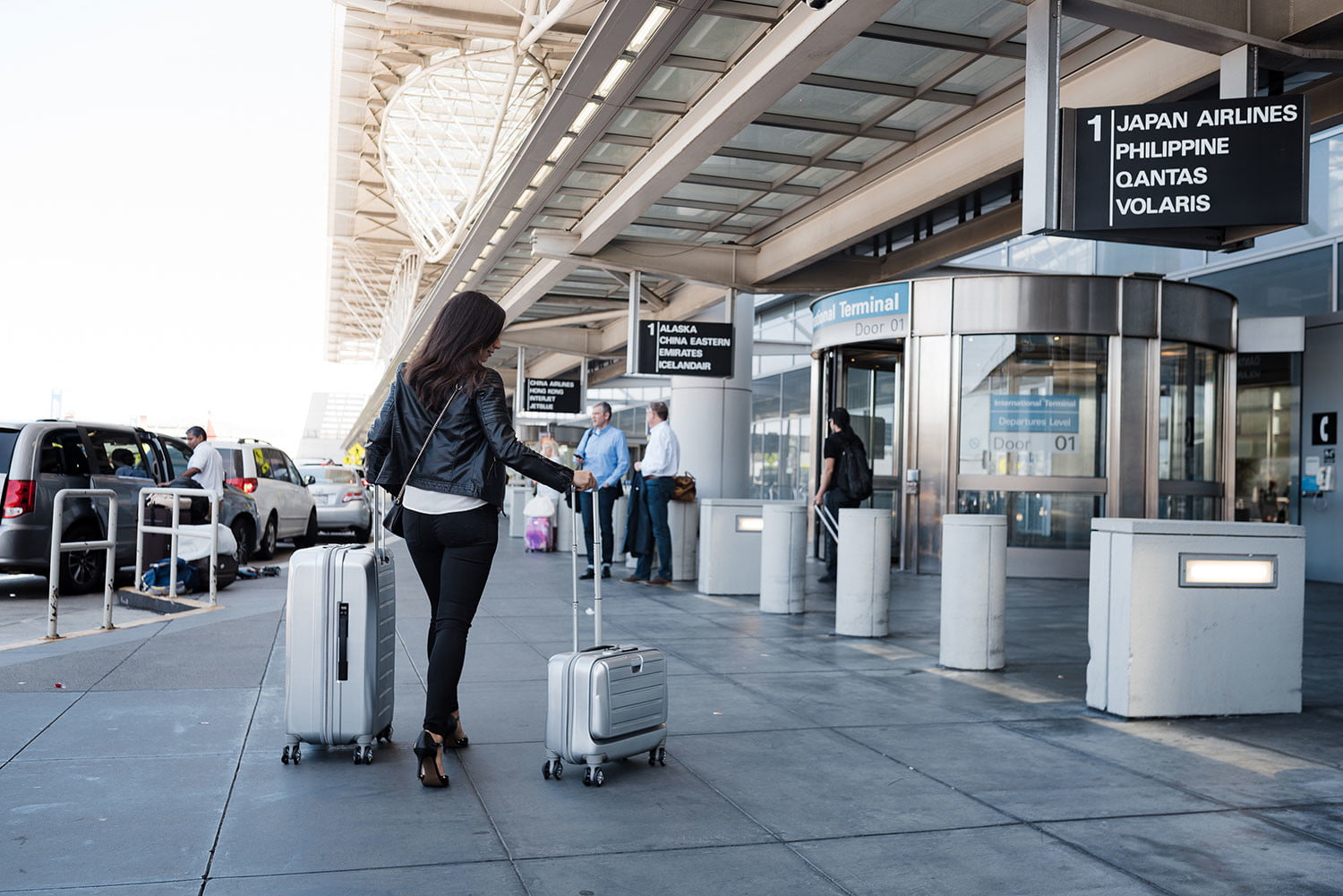 Smart luggage does it all with wireless charger, built-in scale, GPS tracking