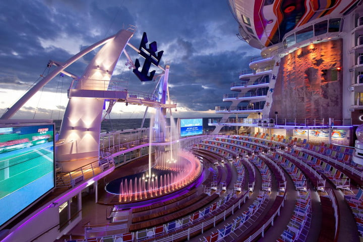 worlds largest cruise ships allure of the seas 005