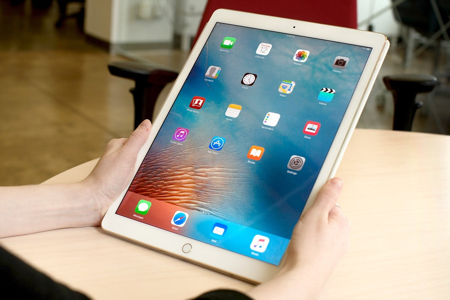 How to download to the iPad