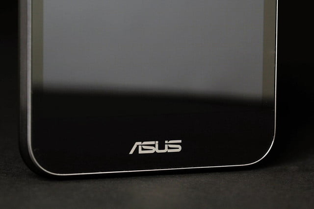 ASUS PadPhone Station phone bottom front