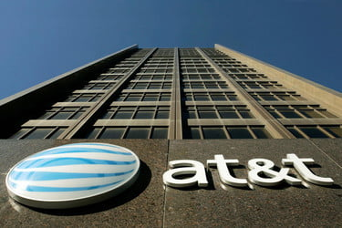 AT&T To Begin Prodding Smartphone Makers to Support FM | Digital Trends