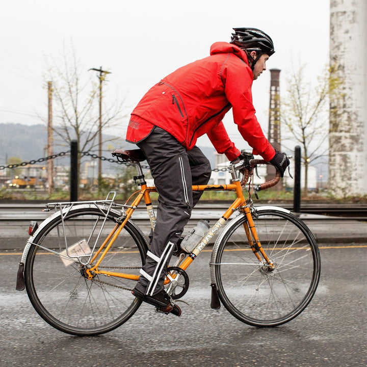 Bike-Commuter-wearing-the-Showers-Pass-Refuge-Jacket-and-Refuge-Pants_2000x