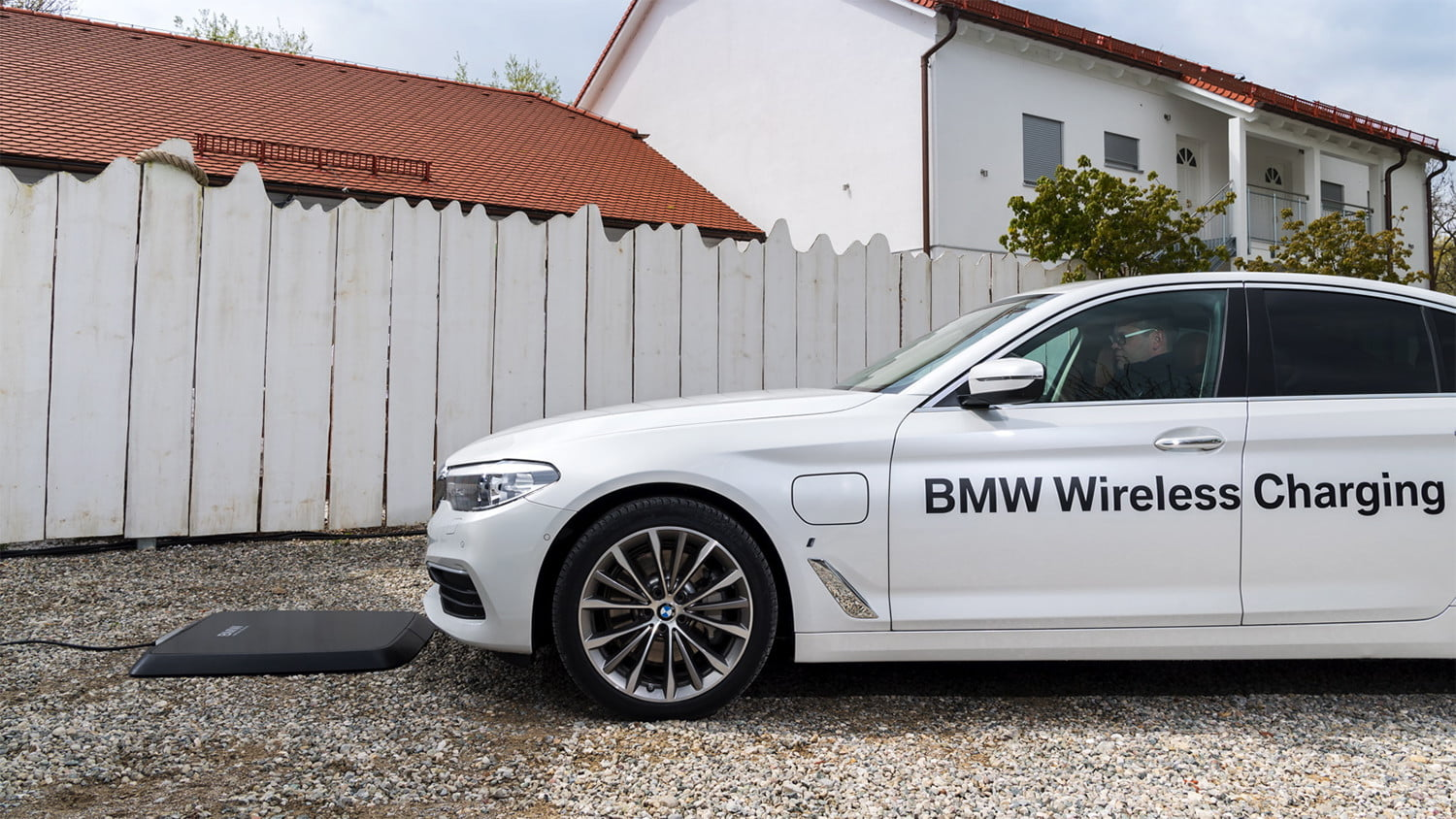 Wireless Car Charging For Evs Coming This Summer Courtesy Of Bmw