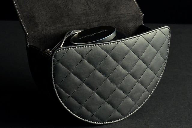 Bowers&Wilkins P7 bag front