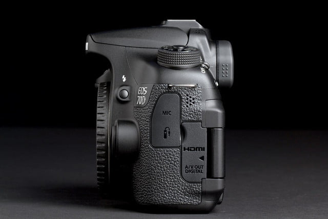 Canon EOS 70D right side