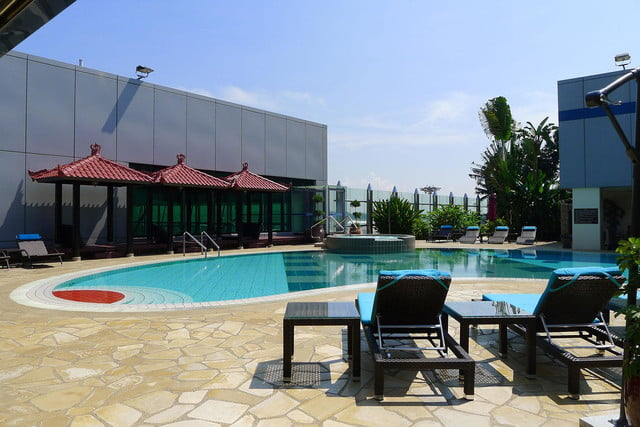 best airports for layovers changi airport swimming pool