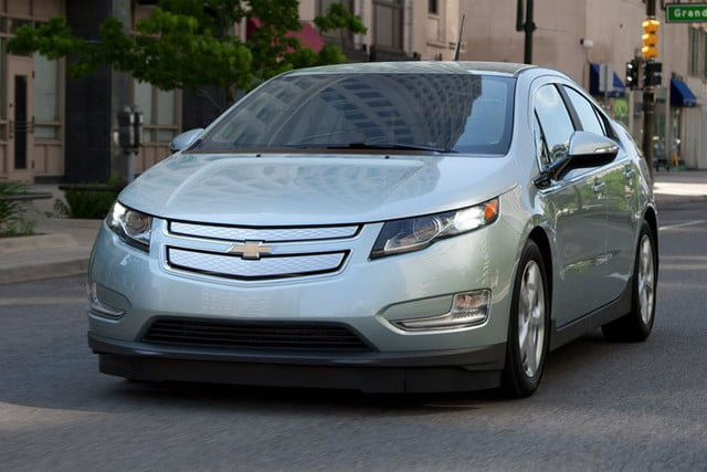 2013 chevrolet volt chevy review exterior front left side angle