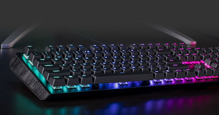 cooler master mechanical keyboard shines like christmas coolermaster2