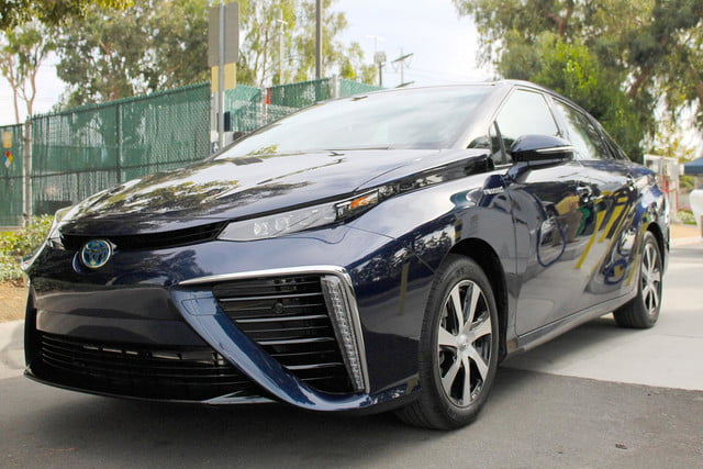 2015 car of the year awards 2016 toyota mirai front angle 3