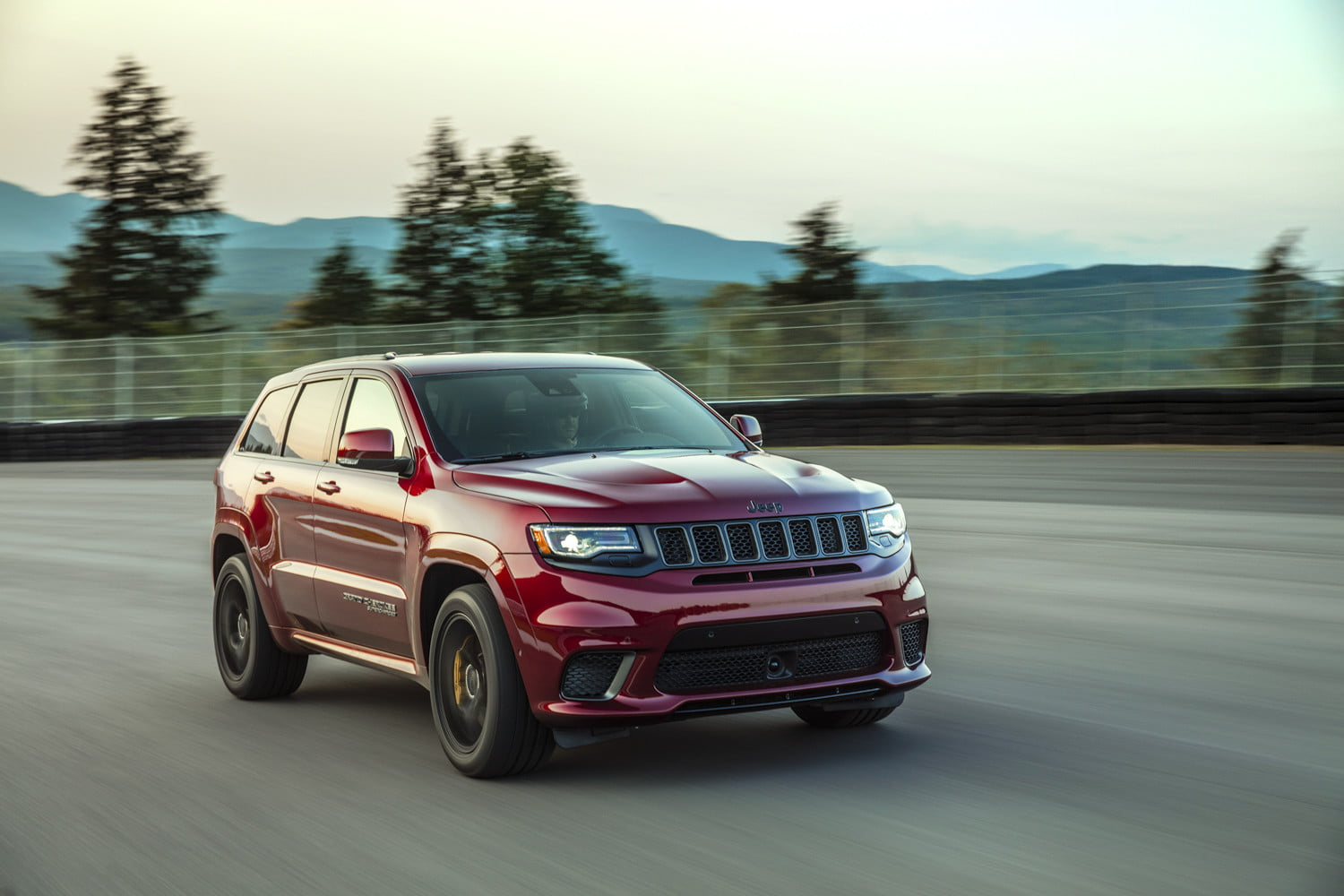 2018 Jeep Grand Cherokee: New Trackhawk Version, Specs, Price >> 2018 Jeep Grand Cherokee Pictures Specs Release Date Prices