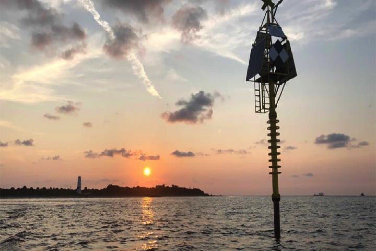 This groundbreaking new buoy can predict earthquakes and tsunamis. Here's how