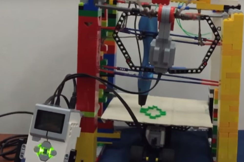 This brilliant 10-year-old kid built a fully functional 3D printer out of Legos and K'nex