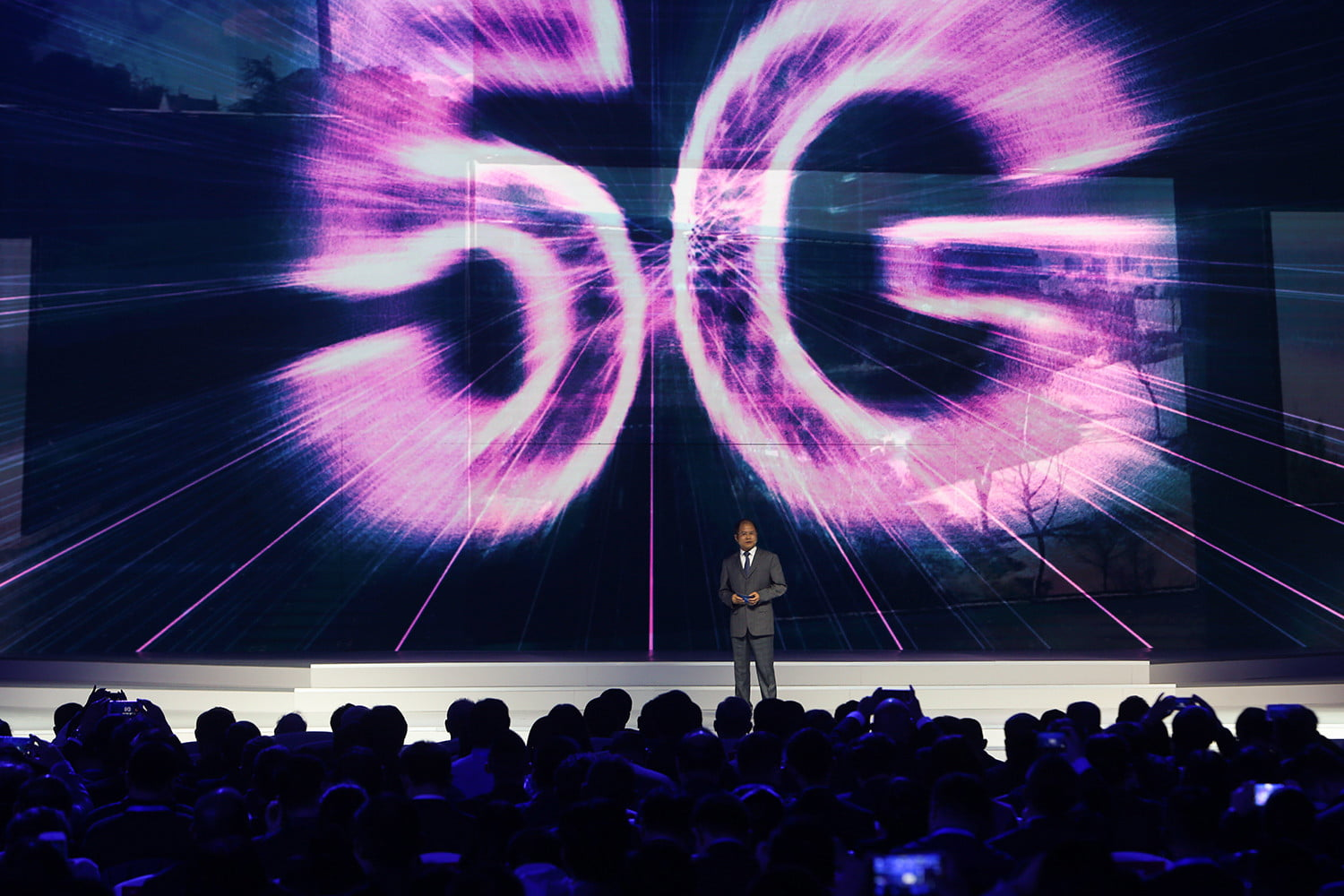 FCC speeds up LTE and 5G by opening the 3.5GHz band for commercial purposes