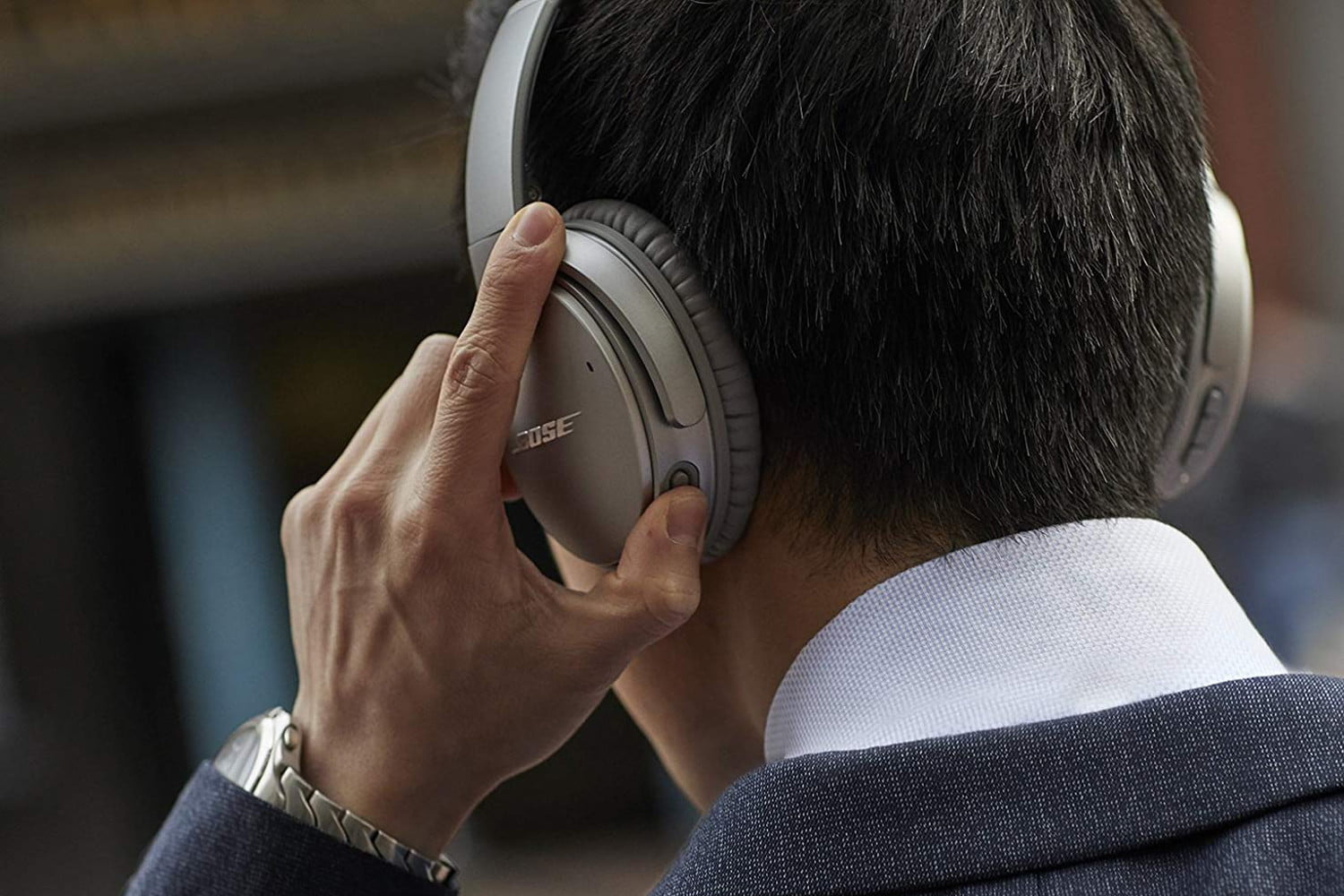 Amazon Cuts Prices on Bose and Plantronics Noise-Canceling