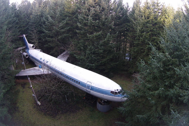 bruce campbell lives inside a boeing 727 airplane airplanehome 005