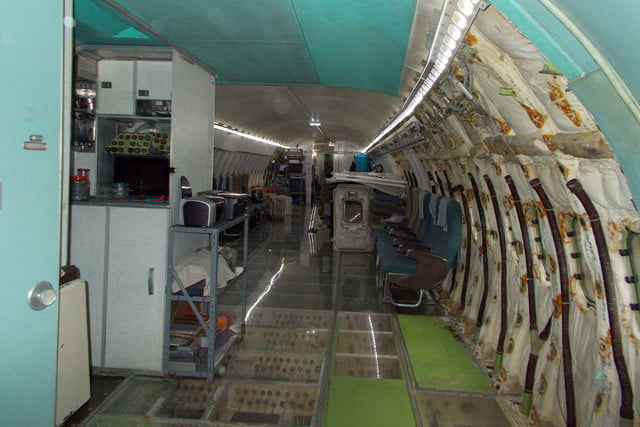 bruce campbell lives inside a boeing 727 airplane airplanehome 009