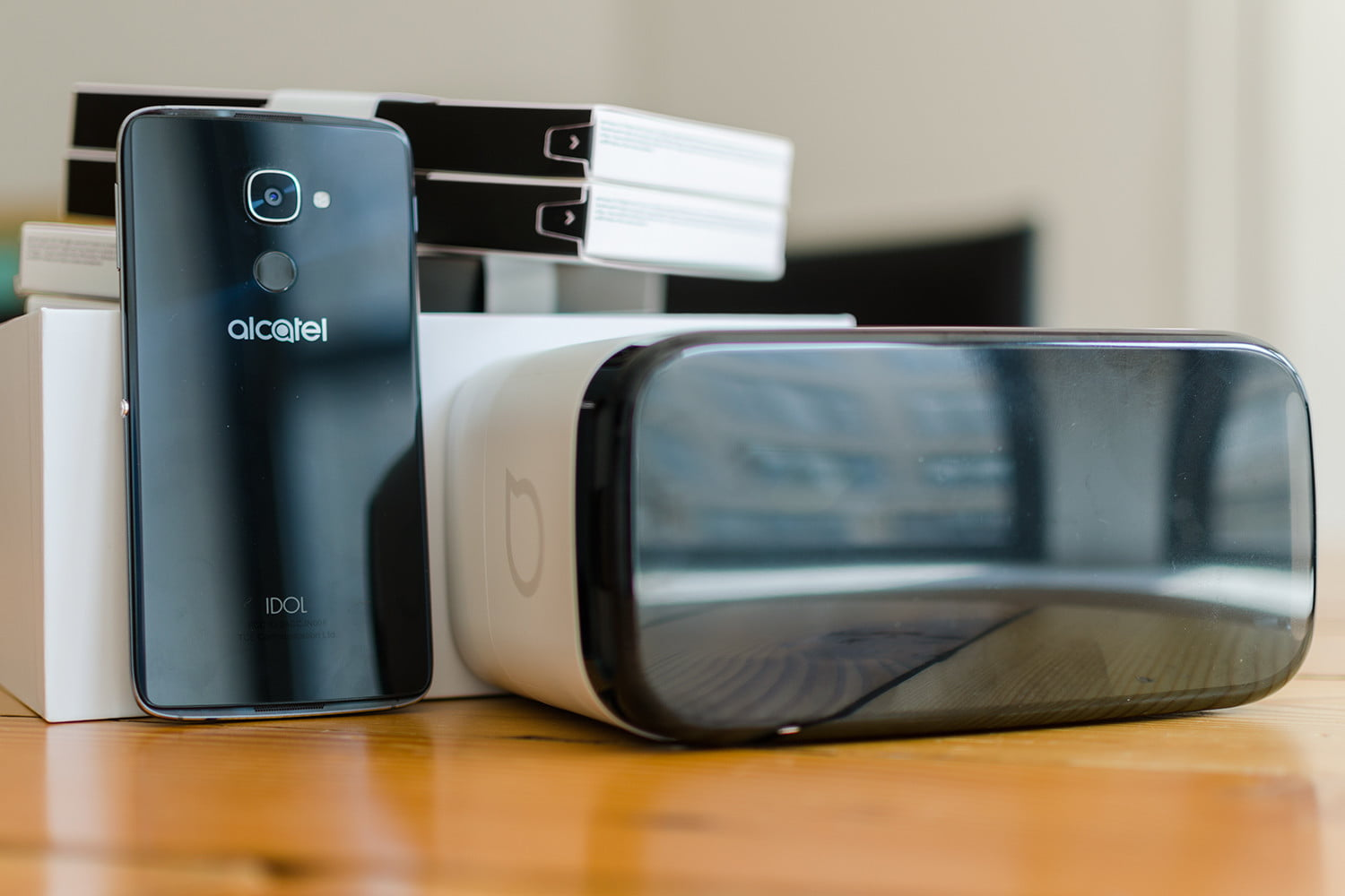 You Can Now Buy Alcatel's VR-Friendly Idol 4 on Cricket