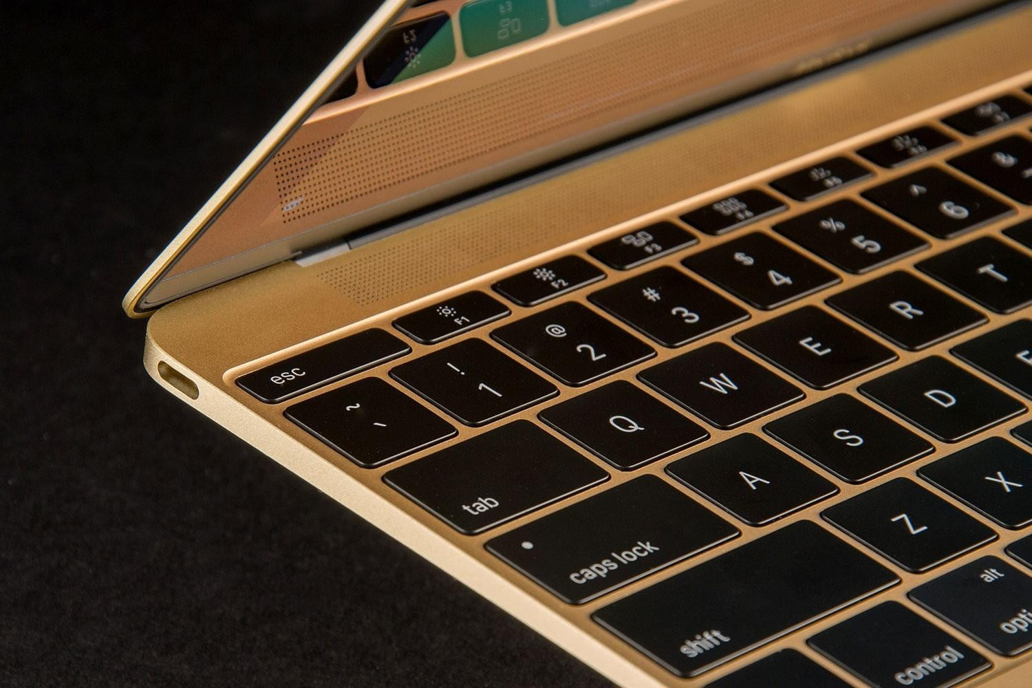 Apple Apologizes to People Complaining About Broken MacBook
