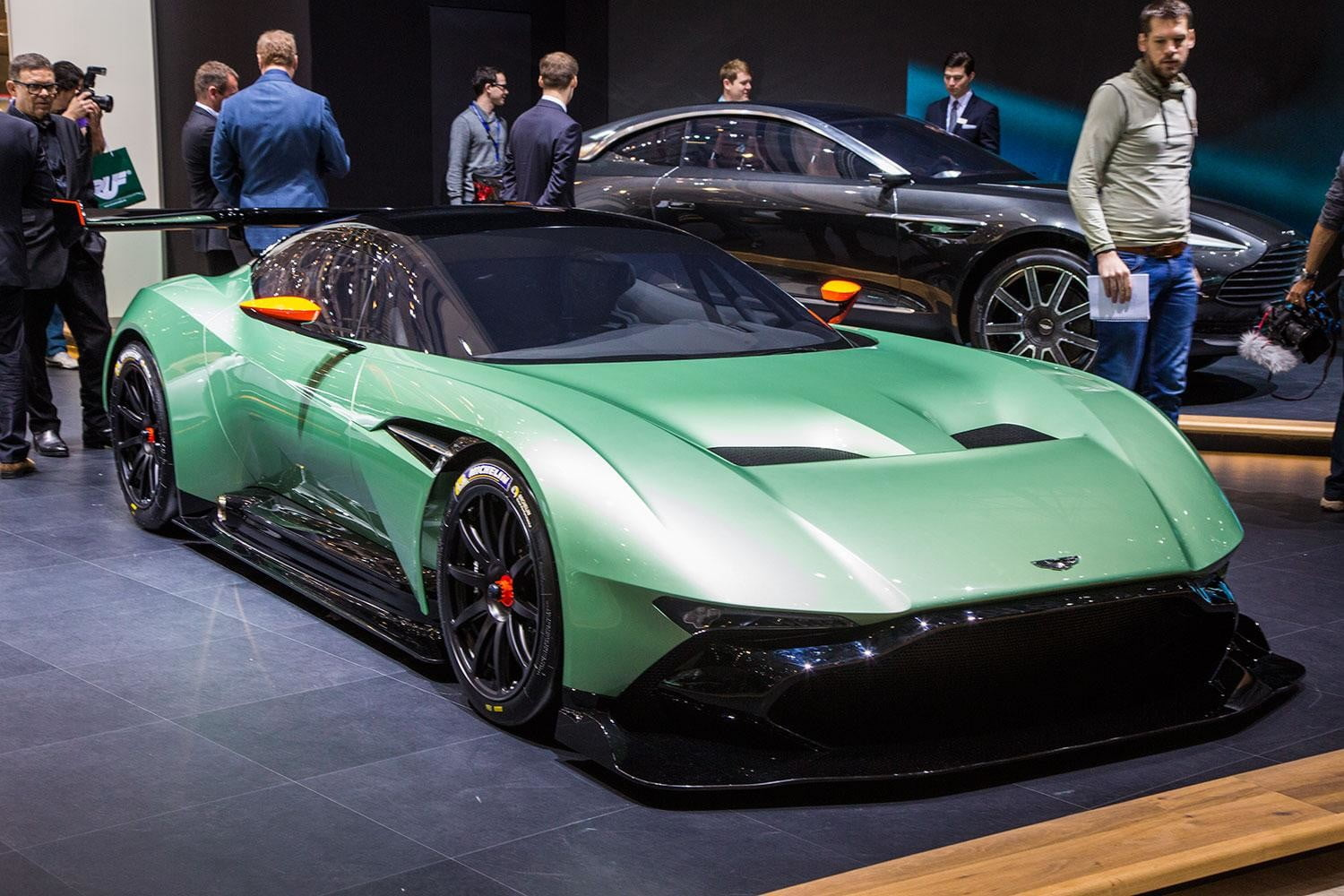 Aston Martin Vulcan Official Spec Pictures And Performance Digital Trends