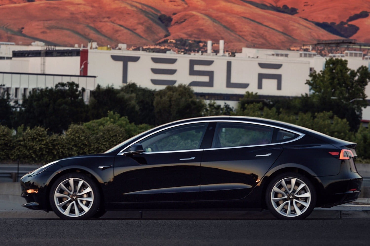 Owners of older Teslas claim the vehicles have been breaking down