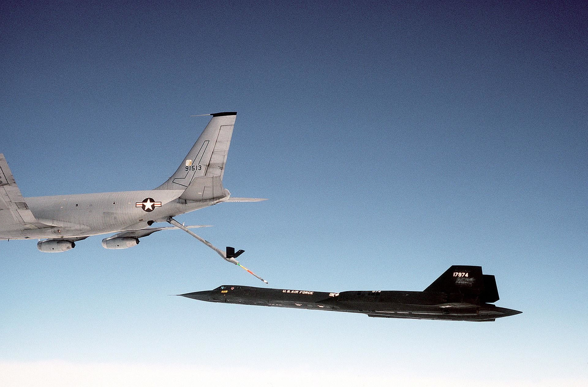 CIA shows the differences between A-12 and SR-71 craft