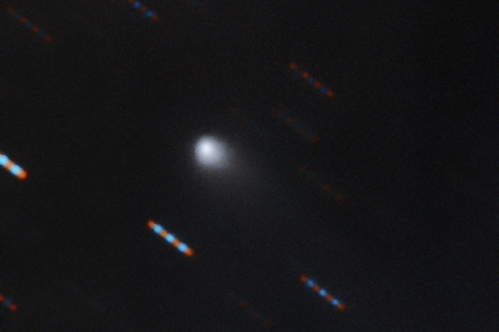 First images of the mysterious interstellar comet show some familiar features