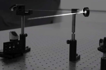 Ultra slow-mo camera can record light bouncing off mirrors