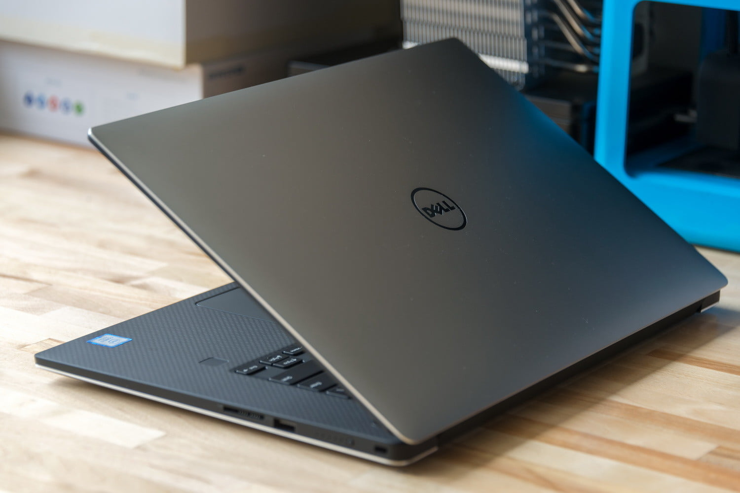 Get a New OLED Dell XPS 15 For Over $400 Off With This Code