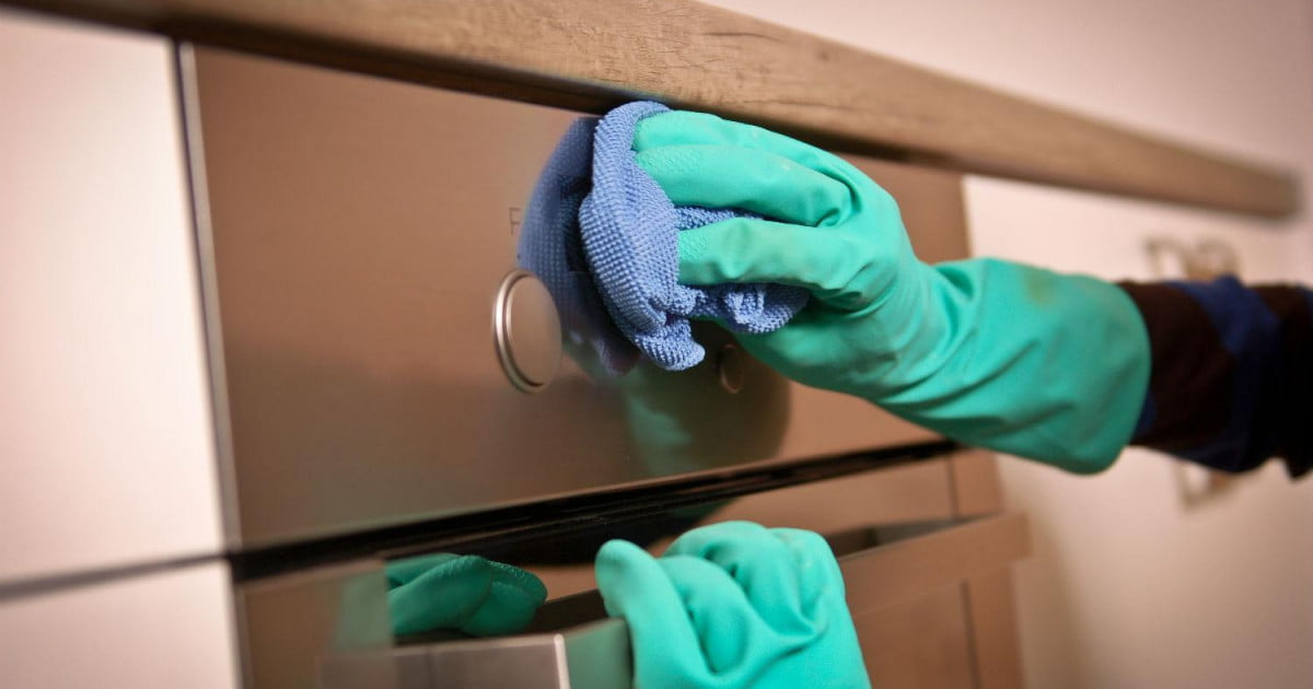 How to clean an oven safely and correctly