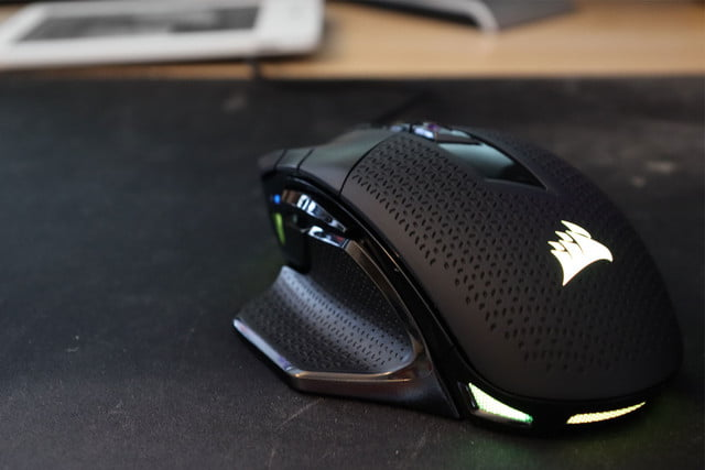 corsair night sword rgb gaming mouse review corsairnight03