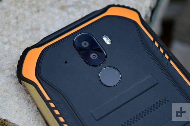 doogee s40 review rear camera and fingerprint scanner