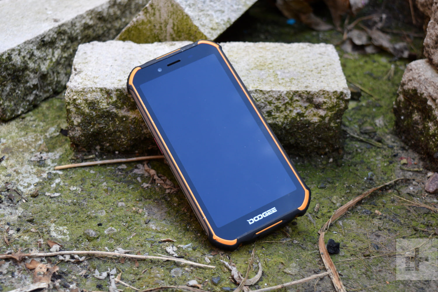 Doogee S40 Product Impressions: A Super-Tough Phone For Just