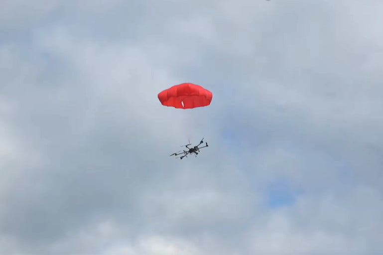 This intelligent parachute system can bail out clumsy drone pilots