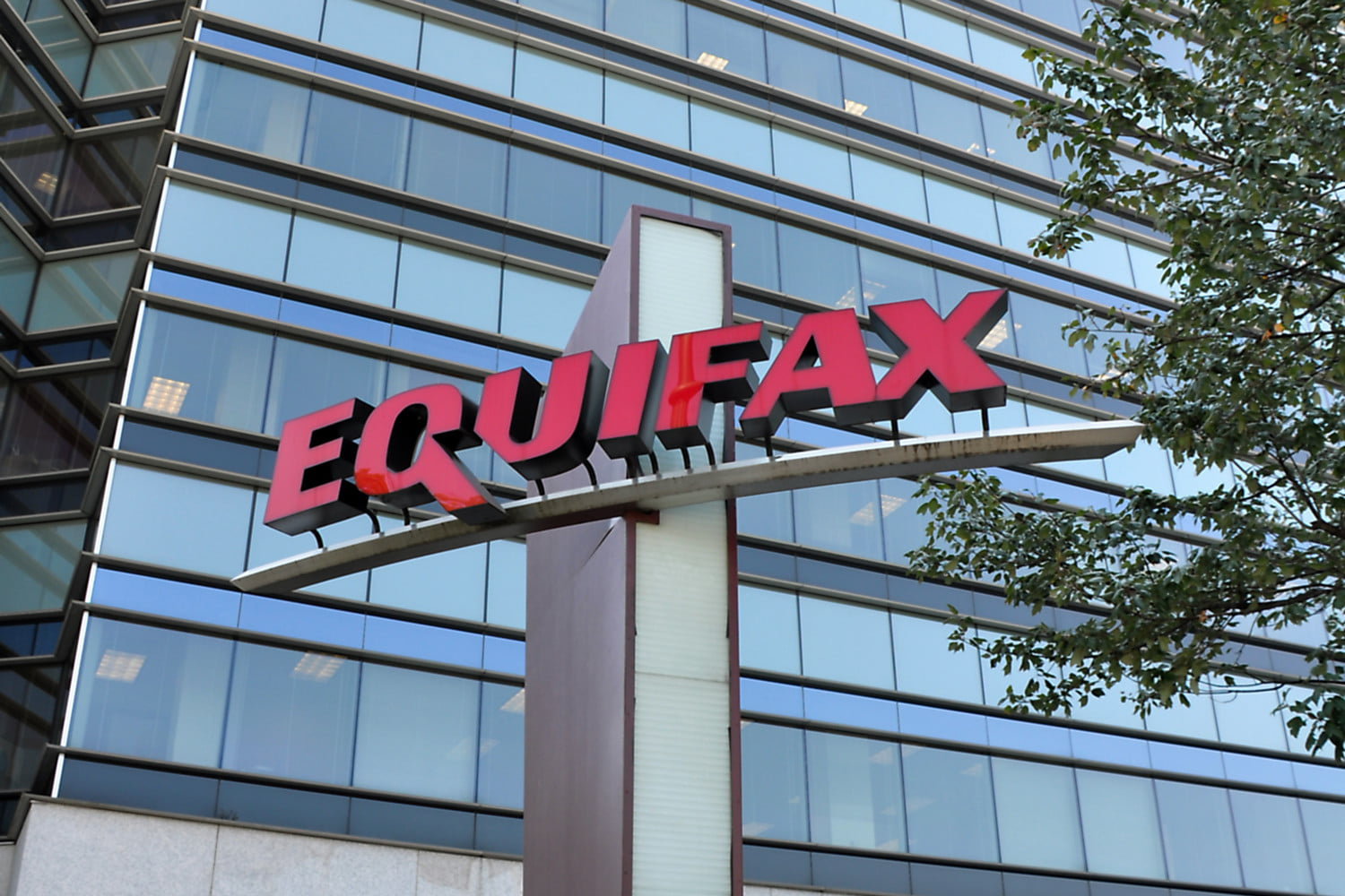 Lawsuit alleges Equifax's stupid password made it super easy to steal your data