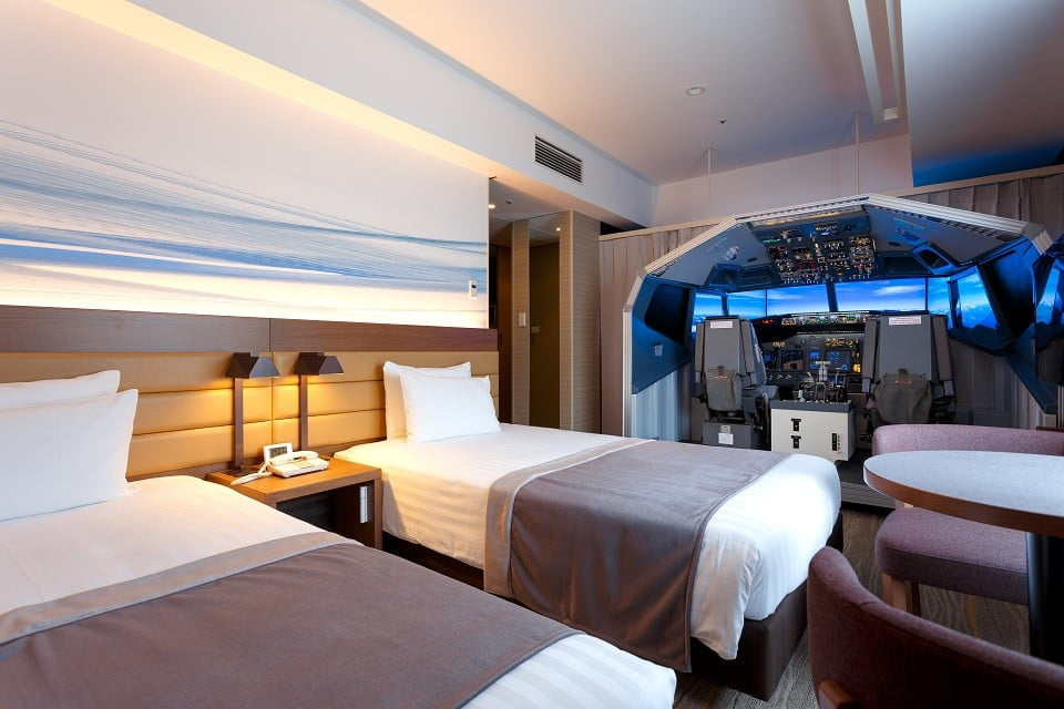 Airport hotel builds a full-sized flight simulator into one of its guest rooms