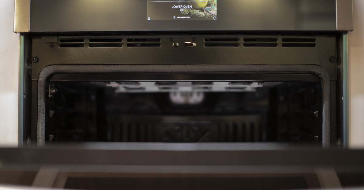 Ge Appliances Has A Wall Oven With Built In Air Fryer
