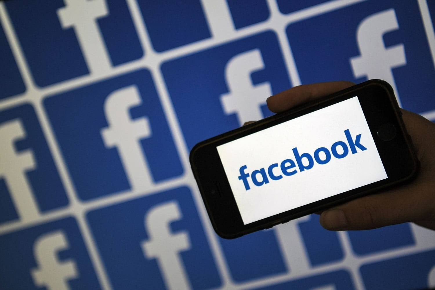 Facebook Stopped Letting You Save Friends' Birthdays to Your