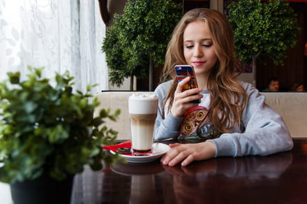 girl looking at videos on facebook 440x292 c