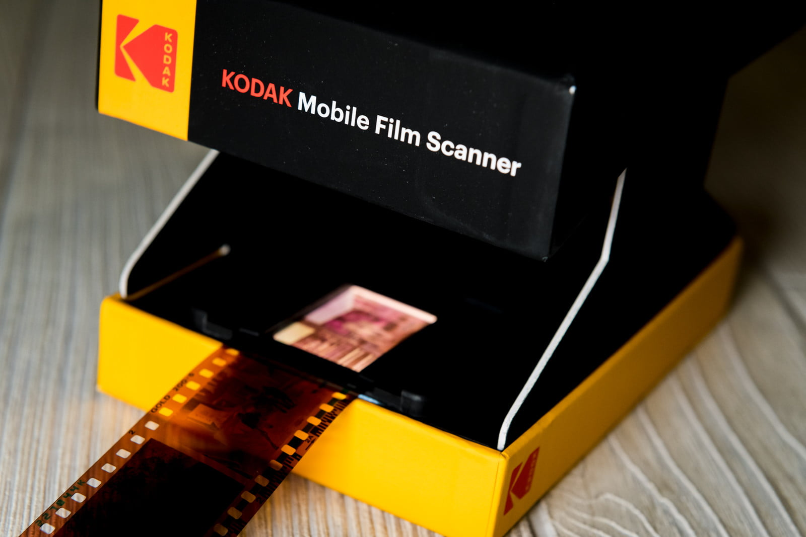 Kodak Mobile Film Scanner Review: Photos Go From Attic to