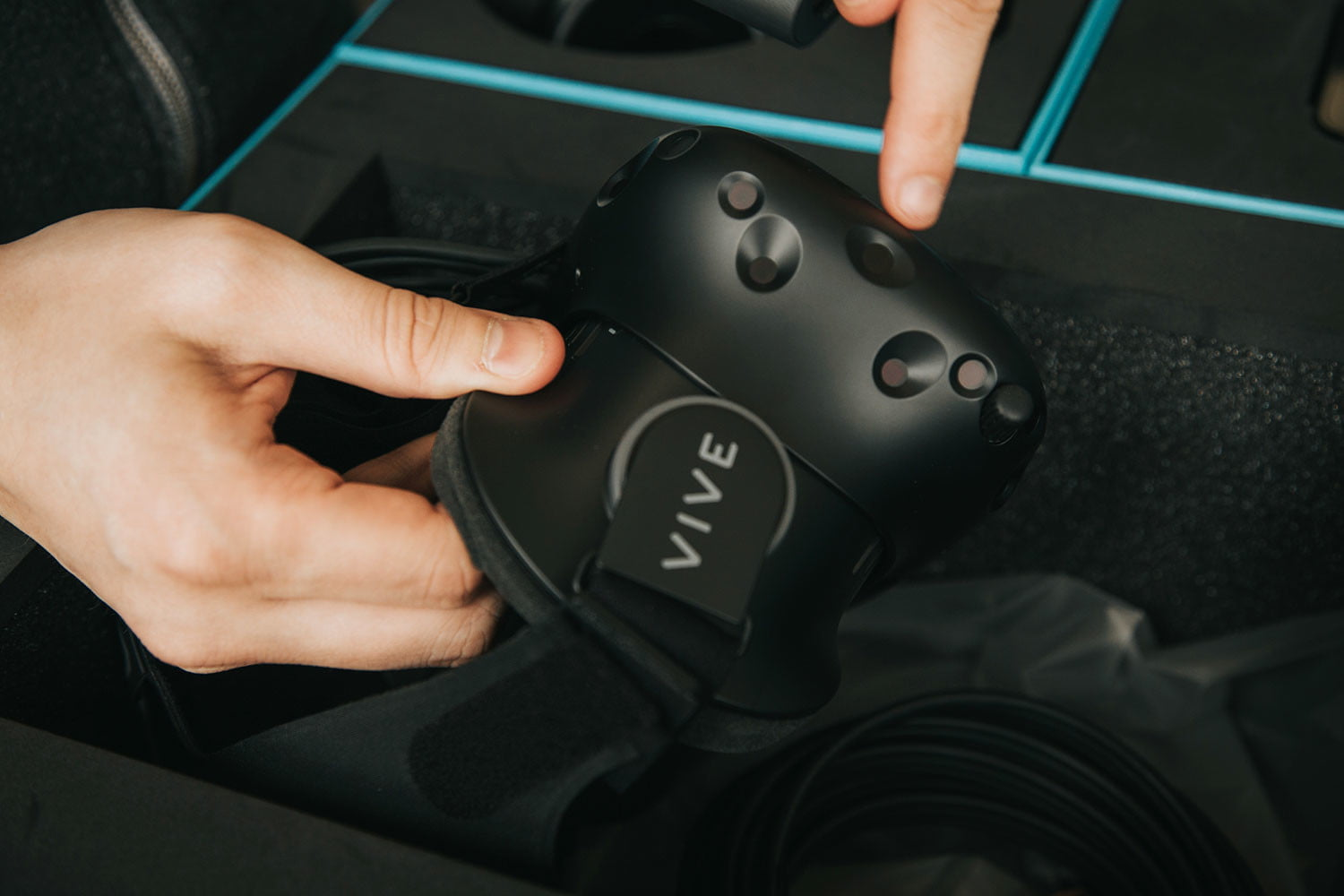 iFixit Found a Lot of Valve Inside the HTC Vive | Digital Trends
