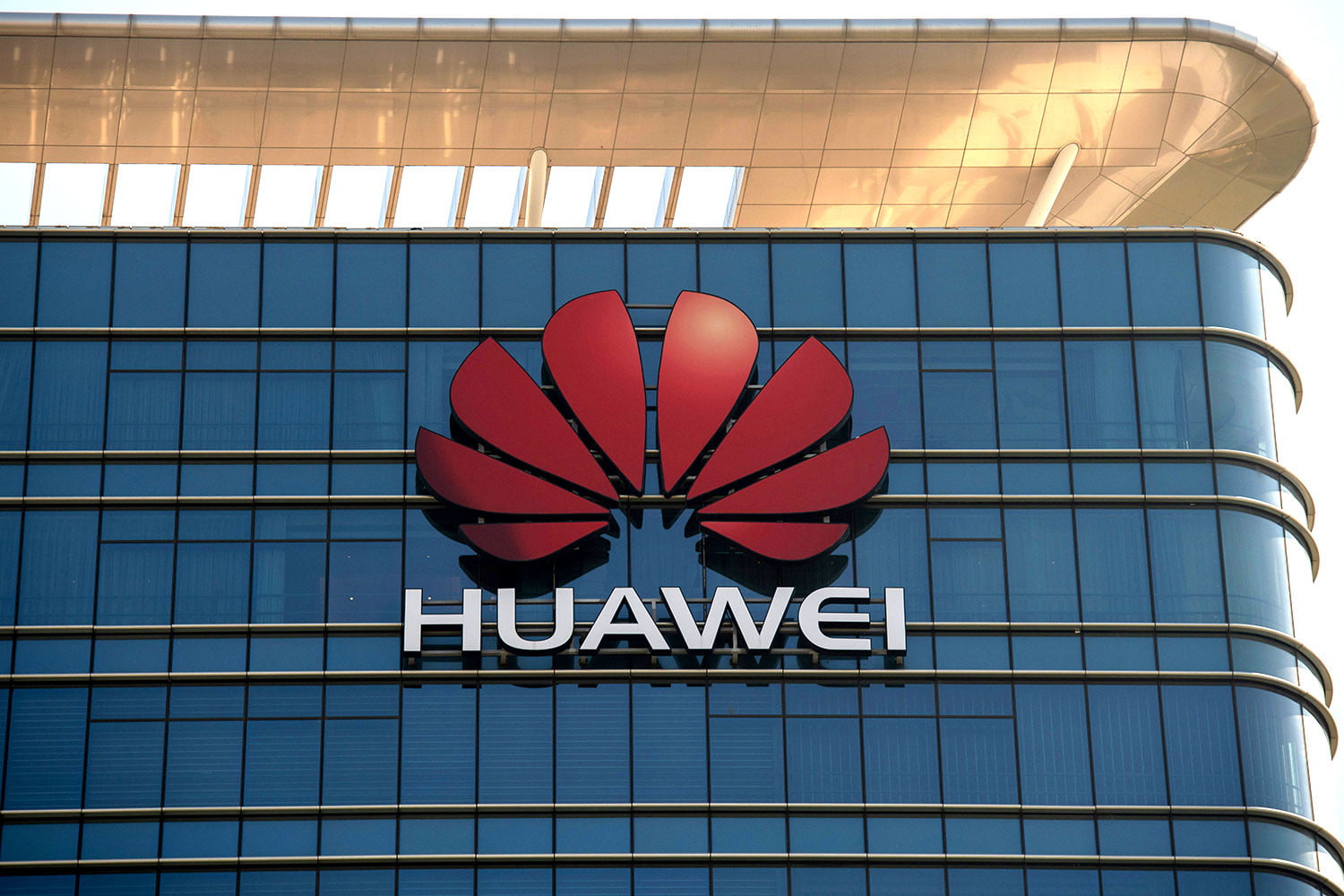 Huawei overcame sanctions to surpass Apple in 2019 global smartphone sales