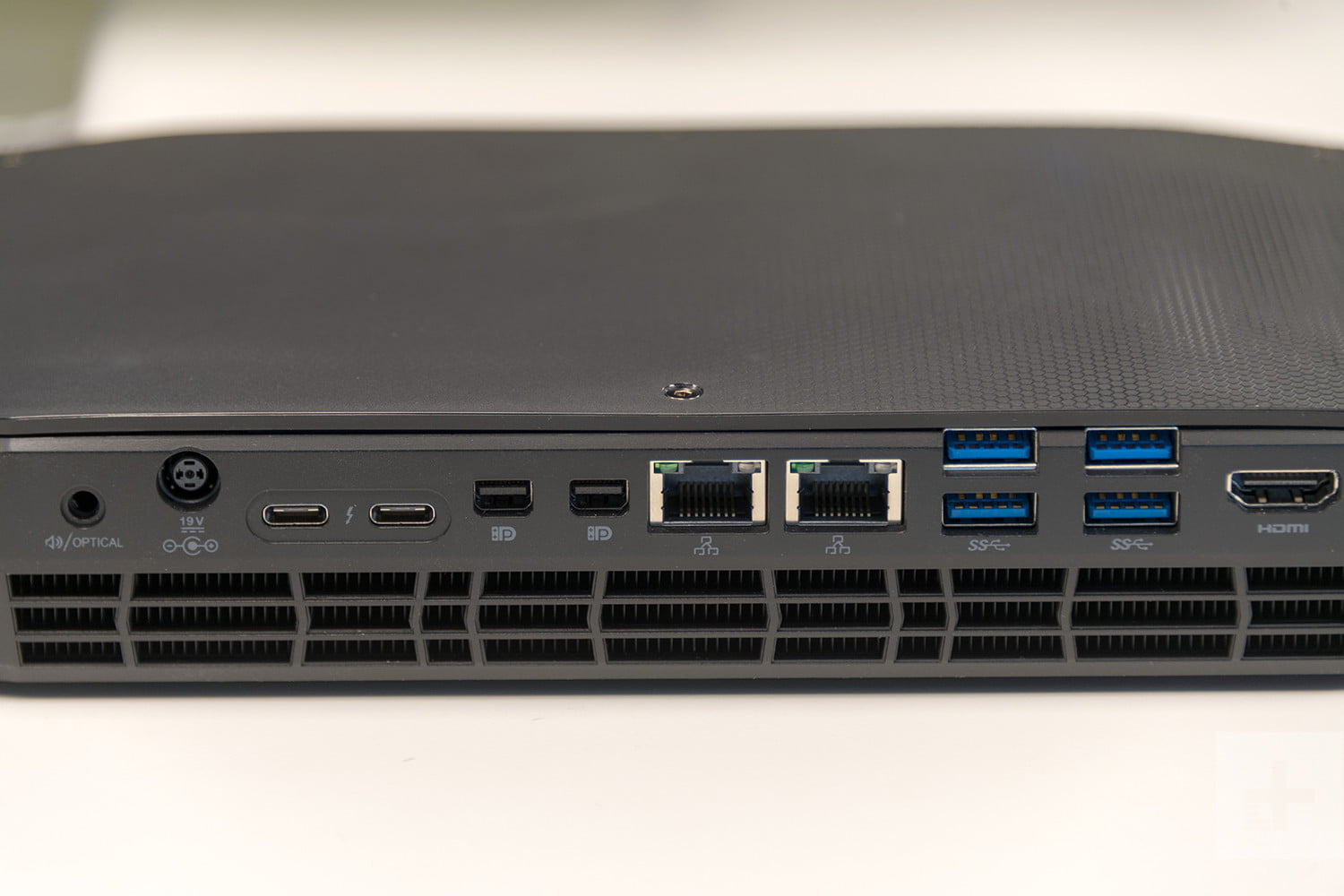 Intel Hades Canyon NUC8i7HVK Review | Digital Trends