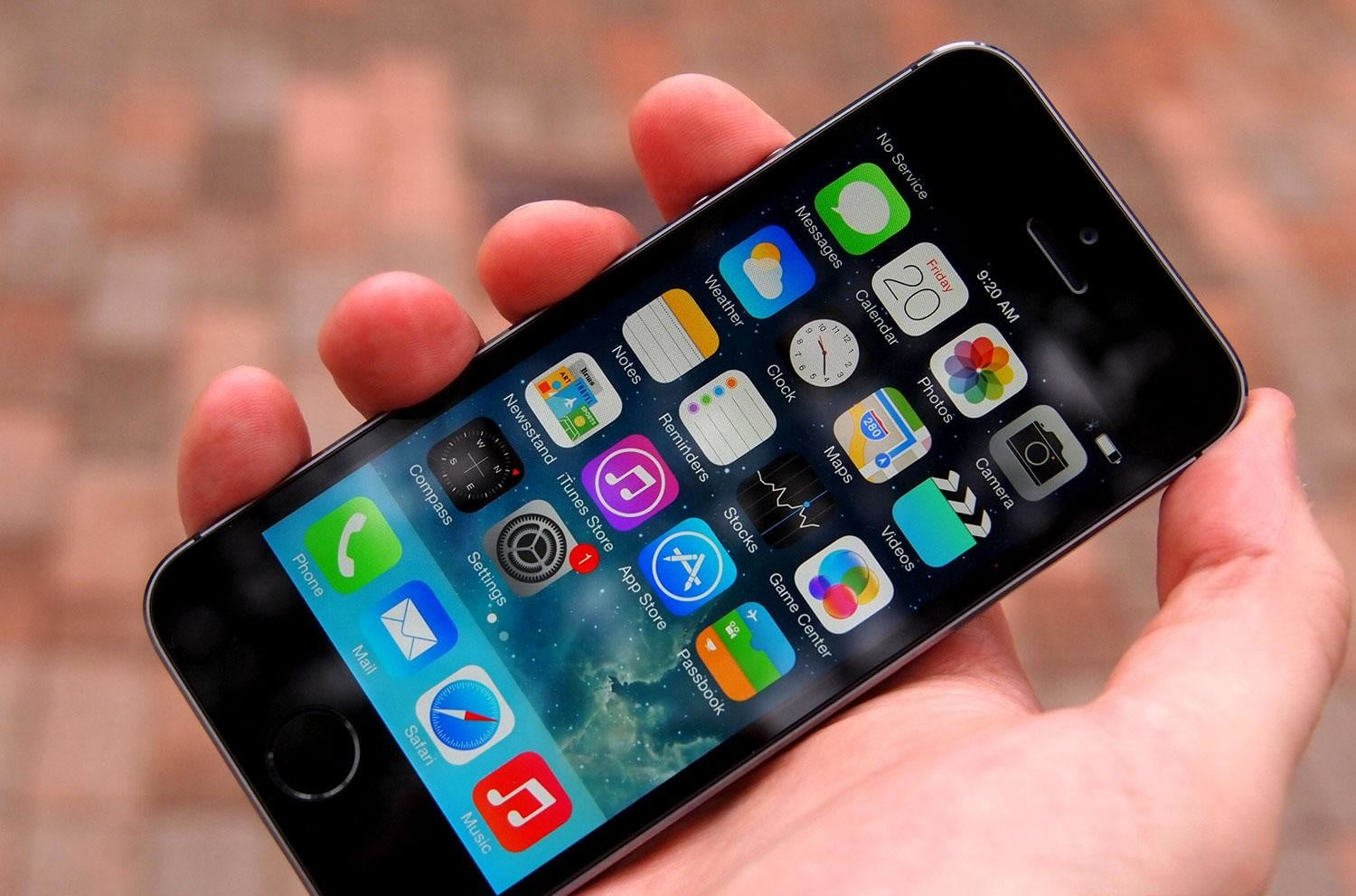 Apple tells iPhone 5 owners to update software or face the consequences
